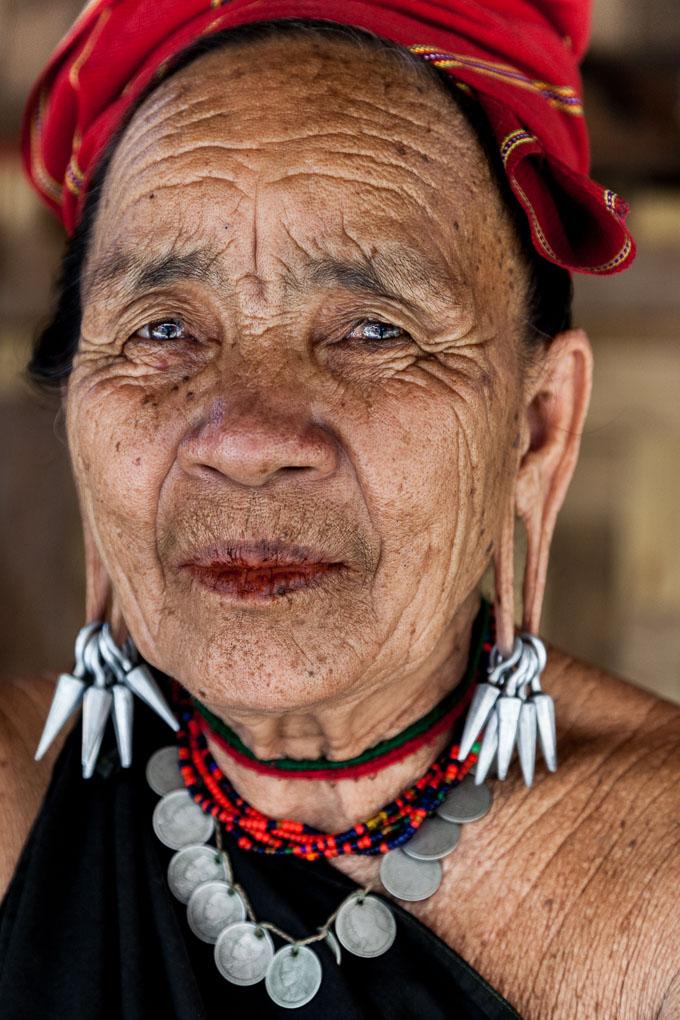 tailandia-tribus-mujeres-karen-jirafa-cuello-largo_9